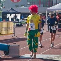 Auch der Clown lief die 6 Stunden - barfuß