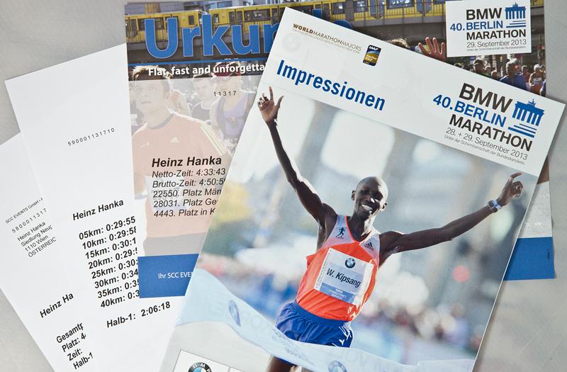 Urkunde und Magazin vom Berlin Marathon 2013
