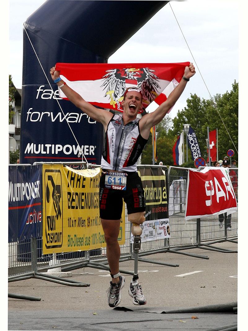 Christian Troger -Zieleinlauf Podersdorf 2010 (@Austria Triathlon Phototeam/Bernhard Noll)